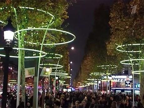 Рождественская иллюминация совсем скоро осветит Елисейские поля