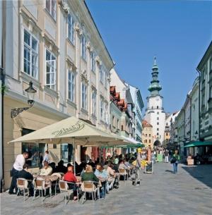 Словакия увеличила объем выдачи виз россиянам почти вдвое