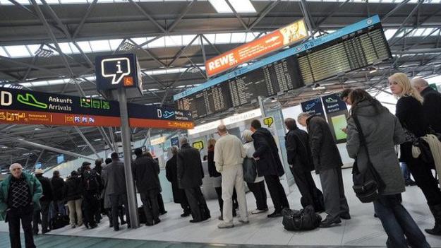sotrudniki aeroporta dyusseldorfa provodyat akciyu protesta Сотрудники аэропорта Дюссельдорфа проводят акцию протеста