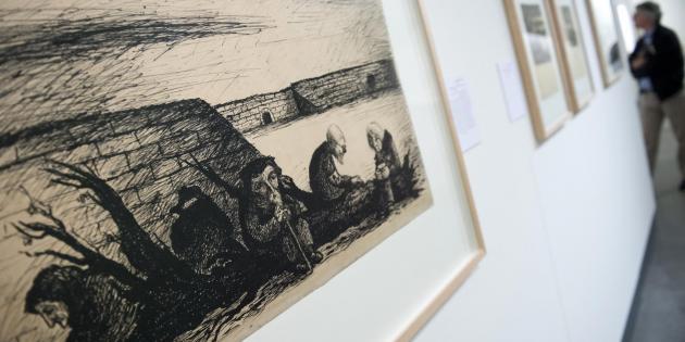 tainye risunki iz nacistskogo lagerya vystavleny v berline Тайные рисунки из нацистского лагеря выставлены в Берлине