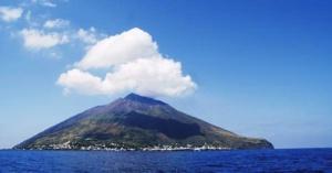 u beregov sicilii nachalos izverjenie vulkana У берегов Сицилии началось извержение вулкана