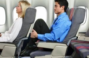 ustroistvo ne pozvolyayushee otkidyvat kreslo v samolete vyzvalo ojestochennye spory Устройство, не позволяющее откидывать кресло в самолете, вызвало ожесточенные споры