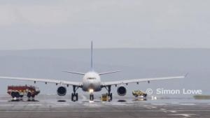 v aeroportu manchestera u aerobusa a330 vo vremya razgona vzorvalsya dvigatel В аэропорту Манчестера у аэробуса А330 во время разгона взорвался двигатель