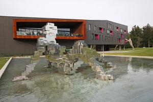 v chehii otkryli «rjavyi» otel В Чехии открыли «ржавый» отель