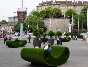v jeneve poyavilis skameiki iz rastenii В Женеве появились скамейки из растений
