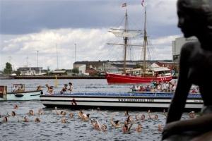 v kopengagene otprazdnovali stoletie rusalochki В Копенгагене отпраздновали столетие русалочки