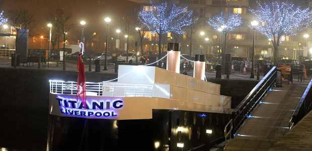 v liverpule otkrylsya plavayushii otel stilizovannyi pod titanik В Ливерпуле открылся плавающий отель, стилизованный под Титаник