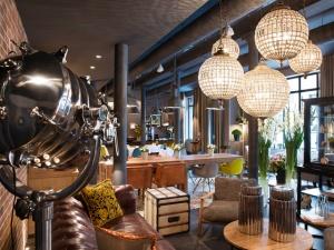 v parije otkrylsya novyi otel s industrialnym dizainom В Париже открылся новый отель с индустриальным дизайном