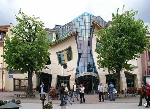 v polshe mojno uvidet krivoi dom В Польше можно увидеть Кривой дом