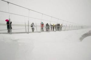v shveicarii otkryli samyi vysokii podvesnoi most v evrope В Швейцарии открыли самый высокий подвесной мост в Европе