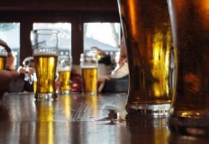 В тесноте, да не в обиде: в Норвегии открылся самый маленький бар в мире
