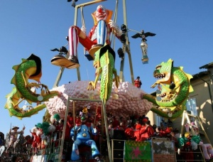 v viaredjio prihodit karnaval В Виареджио приходит карнавал