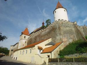 vampir iz «sumerek» provedet tematicheskie ekskursii v cheshskom zamke Вампир из «Сумерек» проведет тематические экскурсии в чешском замке