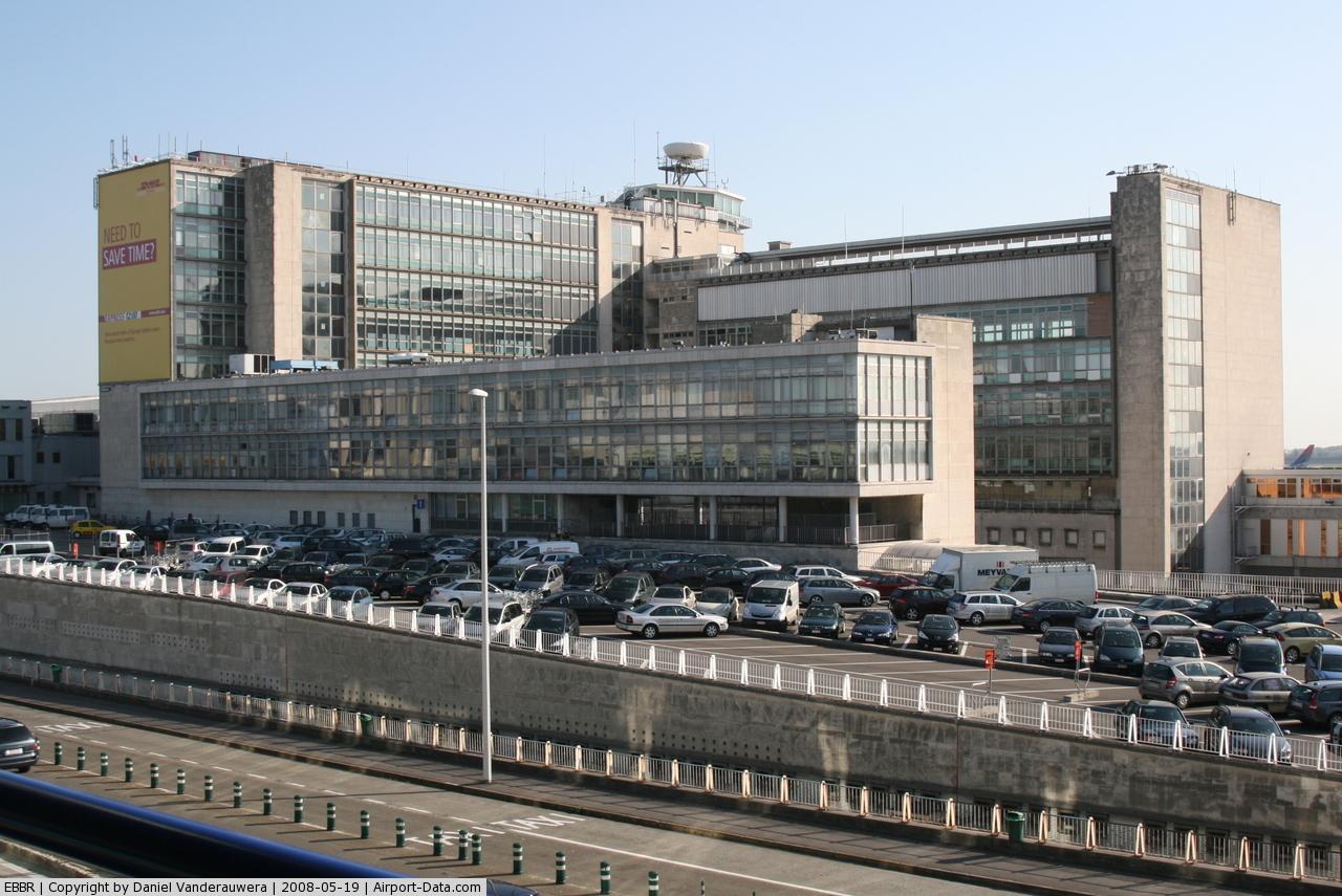 zabastovka nosilshikov bagaja v bryusselskom aeroportu usilivaetsya Забастовка носильщиков багажа в брюссельском аэропорту усиливается