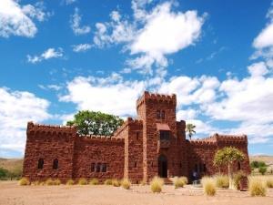 zamok v namibii otkrylsya dlya turistov Замок в Намибии открылся для туристов