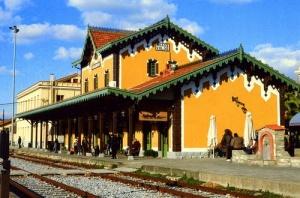 zdanie jeleznodorojnogo vokzala v afinah prevratitsya v muzei Здание железнодорожного вокзала в Афинах превратится в музей