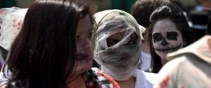 zombi parad v santyago obedinil 20 tysyach chelovek Зомби парад в Сантьяго объединил 20 тысяч человек