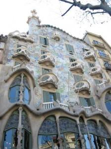 Casabatllo2 224x300 Антонио Гауди архитектор в Барселоне