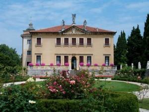 vichenca villa valmarana ai nani 300x225 Виченца   город Палладио