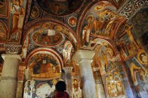 gereme temnaya cerkov 300x200 Гёреме   скальный город ранних христиан