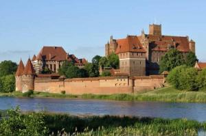 Castle of the Teutonic Order in Malbork 300x199 Замок в Мальборке   Мариенбург   резиденция тевтонского ордена