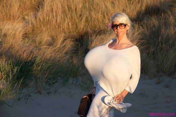 obladatelnica samoi bolshoi grudi v mire 3 Обладательница самой большой груди в мире