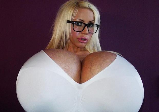 obladatelnica samoi bolshoi grudi v mire Обладательница самой большой груди в мире