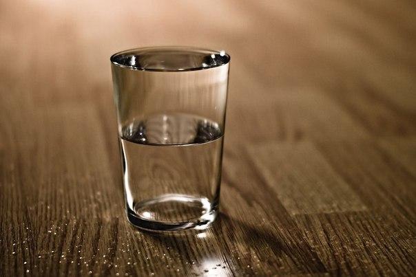 stakan vody na noch pozvolyaet izbejat insulta i serdechnogo pristupa Стакан воды на ночь позволяет избежать инсульта и сердечного приступа