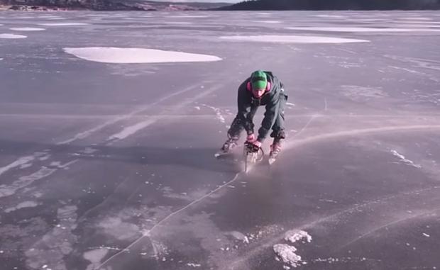 kak katatsya na konkah s pomoshyu benzopily Как кататься на коньках с помощью бензопилы