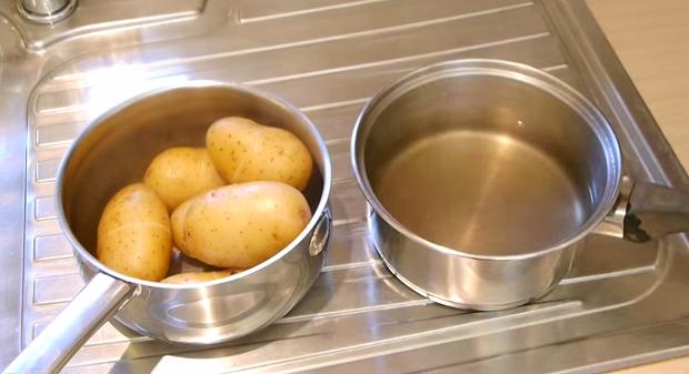 kak bystro ochistit varenuyu kartoshku Как быстро очистить вареную картошку?