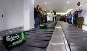 passajiry poluchili pivo vmesto bagaja v aeroportu londona Пассажиры получили пиво вместо багажа в аэропорту Лондона