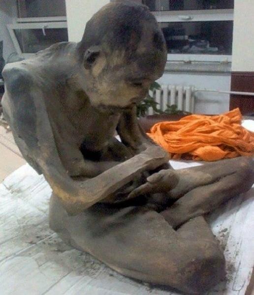 pochemu uchenye schitayut chto mumiya monaha jiva 3 Почему ученые считают, что мумия монаха жива?