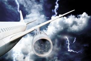 neskolko molnii porazili samolety nad londonom Несколько молний поразили самолеты над Лондоном
