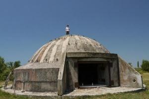v albanii dlya turistov otkroyut yadernyi bunker В Албании для туристов откроют ядерный бункер