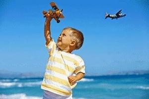aviakompaniya besplatno perevezla rebenka rodivshegosya v samolete god nazad Авиакомпания бесплатно перевезла ребенка, родившегося в самолете год назад