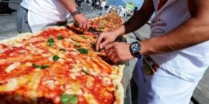 dvuhkilometrovuyu piccu prigotovili v neapole Двухкилометровую пиццу приготовили в Неаполе