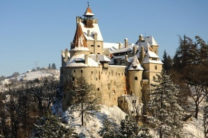 perenochevat v zamke drakuly na hellouin predlagayut v rumynii Переночевать в замке Дракулы на Хэллоуин предлагают в Румынии