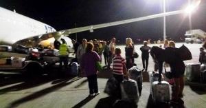 ukrainskie turisty samostoyatelno zagrujali bagaj v aeroportu egipta Украинские туристы самостоятельно загружали багаж в аэропорту Египта