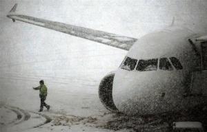desyatki reisov otmeneny i zaderjany v moskve Десятки рейсов отменены и задержаны в Москве