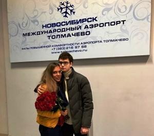 jitel novosibirska pozval devushku zamuj po gromkoi svyazi v samolete Житель Новосибирска позвал девушку замуж по громкой связи в самолете