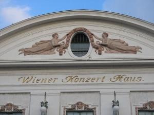 zaglyanut za kulisy koncertnyh zalov mojno v avstrii Заглянуть за кулисы концертных залов можно в Австрии