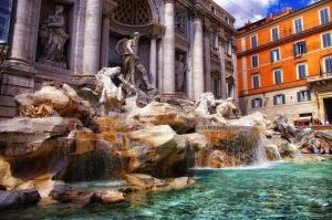 pochti poltora milliona evro turisty ostavili v fontane trevi v 2016 godu Почти полтора миллиона евро туристы оставили в фонтане Треви в 2016 году