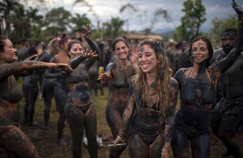 festival gryazi v brazilii Фестиваль грязи в Бразилии