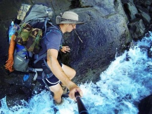 aktivnyi otdyh turist rasschityvaet obognut vsyu novuyu zelandiyu po poberejyu Активный отдых: турист рассчитывает обогнуть всю Новую Зеландию по побережью