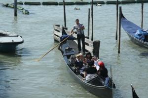 Гондолы в Венеции снабдят GPS датчиками и номерами