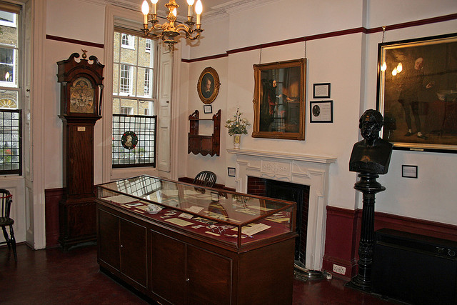 muzei charlza dikkensa otkrylsya v londone posle rekonstrukcii Музей Чарльза Диккенса открылся в Лондоне после реконструкции