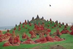 na plyaje v indii «slepili» 500 santa klausov iz peska На пляже в Индии «слепили» 500 Санта Клаусов из песка