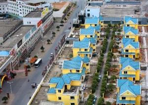 rabochie zaselili roskoshnye villy na kryshe torgovogo centra v kitae Рабочие заселили роскошные виллы на крыше торгового центра в Китае