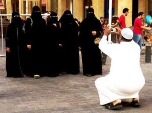 v avstrii sozdali buklet s pravilami povedeniya dlya arabov В Австрии создали буклет с правилами поведения для арабов