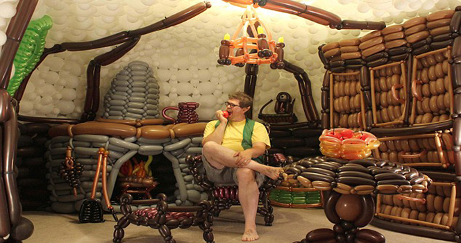 v yute postroili dom hobbita iz vozdushnyh sharov В Юте построили дом хоббита из воздушных шаров